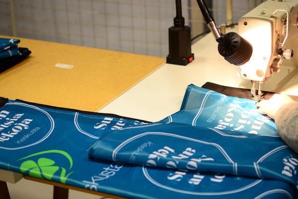 Rantalippu ja mainoslippu logolla painettuna